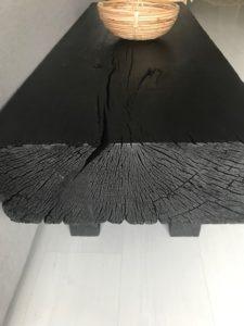Zoom table basse en bois brûlé